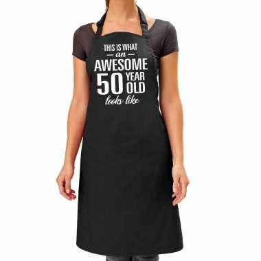 Awesome 50 year / 50 jaar cadeau bbq / keuken schort zwart dames