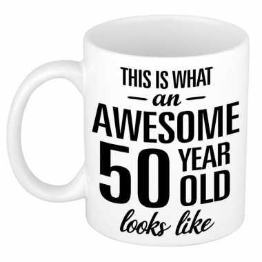 Awesome 50 year cadeau mok / beker 300 ml
