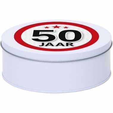Cadeau/kado wit rond blik 50 jaar 18 cm