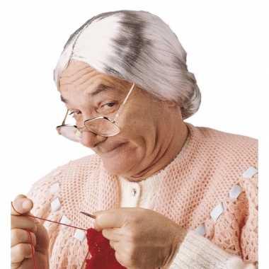 Zilvergrijze oma pruik met knot
