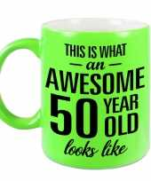 Awesome 50 year cadeau mok beker neon groen 330 ml