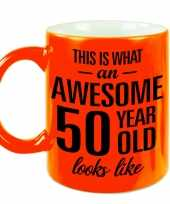 Awesome 50 year cadeau mok beker neon oranje 330 ml